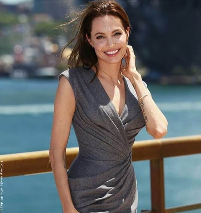 Angelina Jolie una mujer que brilla por su elegancia-01 (1).jpg Angelina Jolie una mujer que brilla por su elegancia-02 (1).jpg Angelina Jolie una mujer que brilla por su elegancia-03 (1).jpg Angelina Jolie una mujer que brilla por su elegancia-04.jpg Angelina Jolie una mujer que brilla por su elegancia-06 (1).jpg Angelina Jolie una mujer que brilla por su elegancia