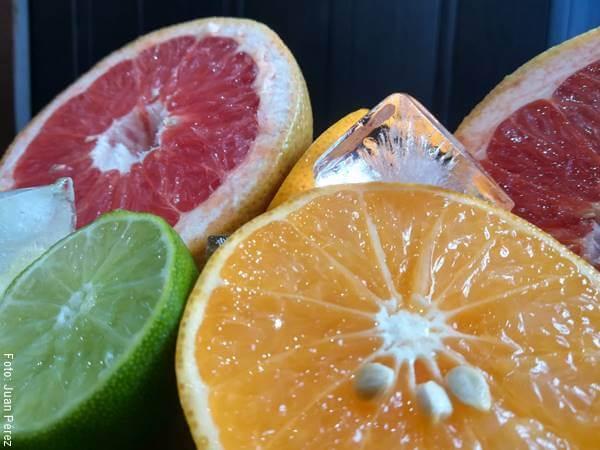 Foto detalle de naranjas y otros cítricos