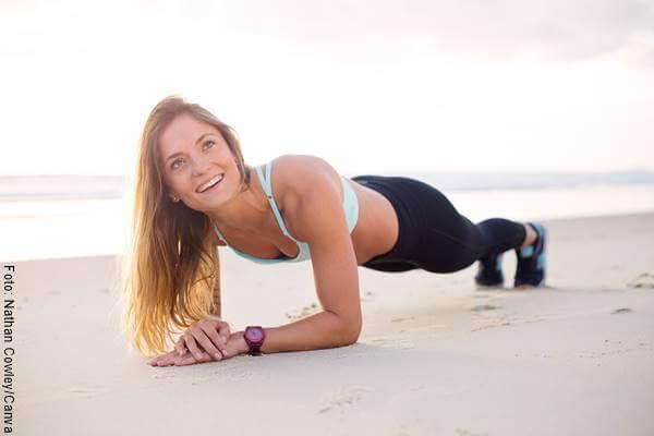 Foto de una mujer en la playa
