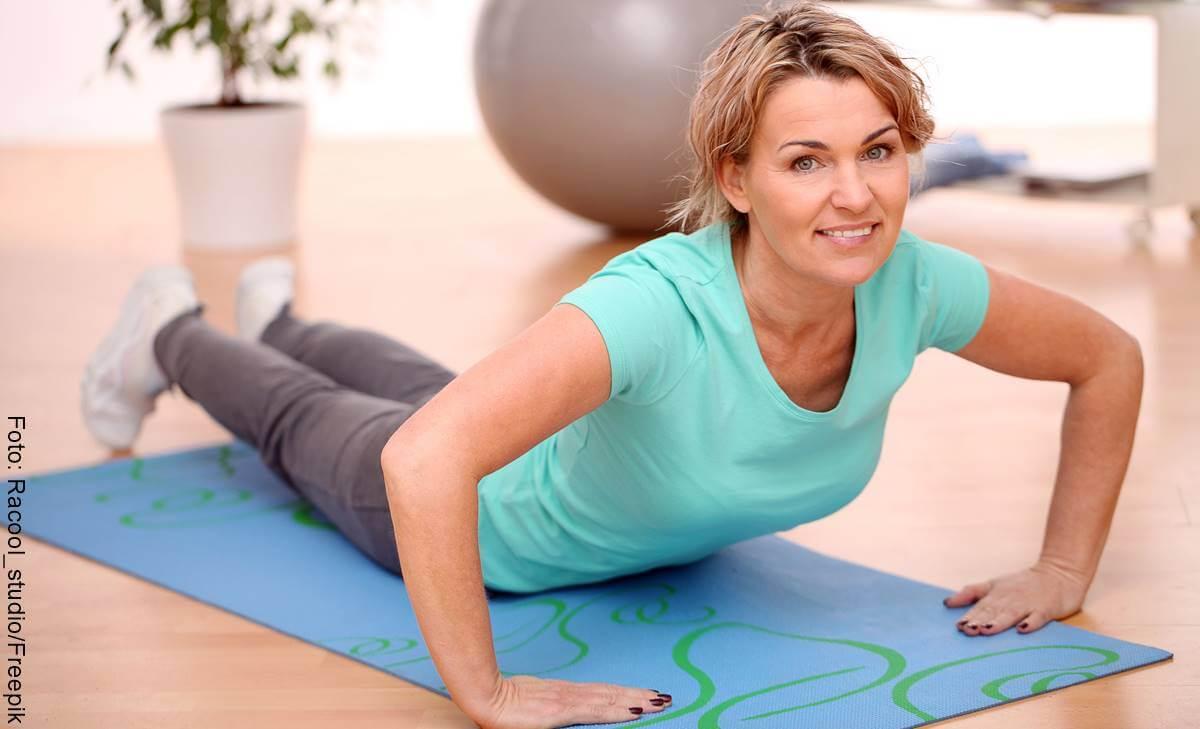 ¿Cómo bajar la grasa abdominal mientras duermes?