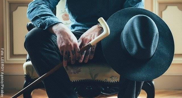 Foto de hombre sentado