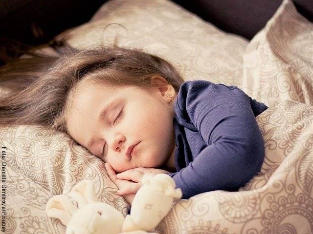 Foto de niño pequeño durmiendo
