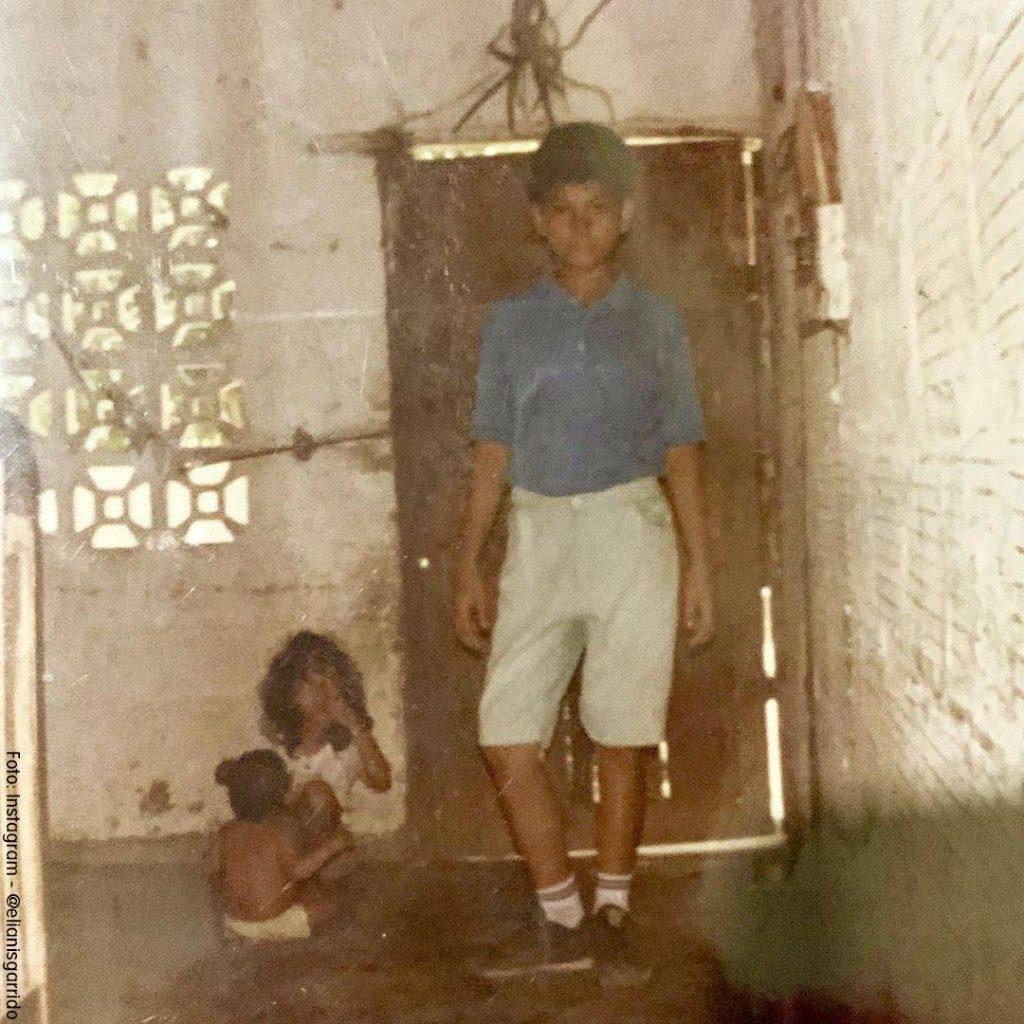 Foto de Elianis Garrido cuando era pequeña junto a su hermana menor y su tío
