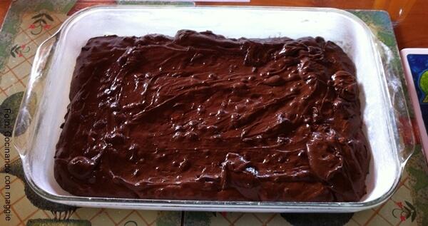 Foto de mezcla para receta de brownie light en una refractaria