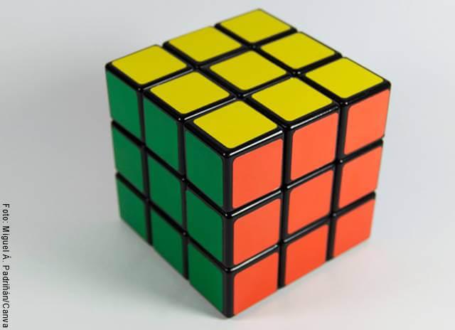 Foto de un cubo de Rubik