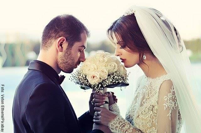 Foto de novios durante su boda