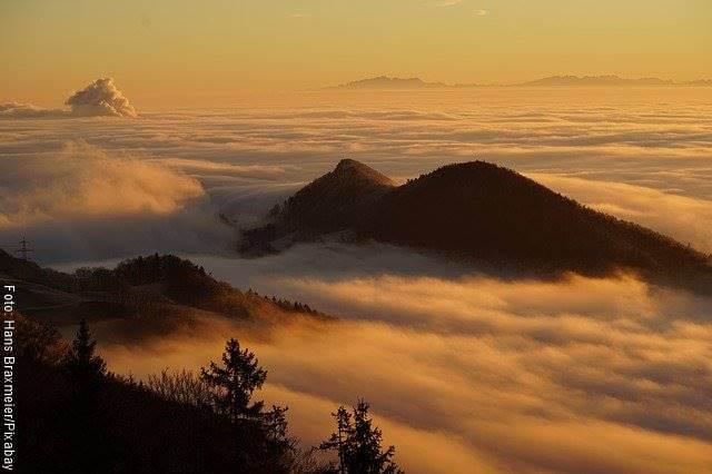 Foto de los picos de dos montañas