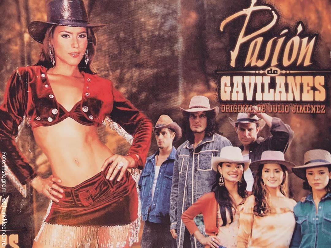 Screenshot de un afiche de la novela Pasión de Gavilanes en el que aparece Zharick León