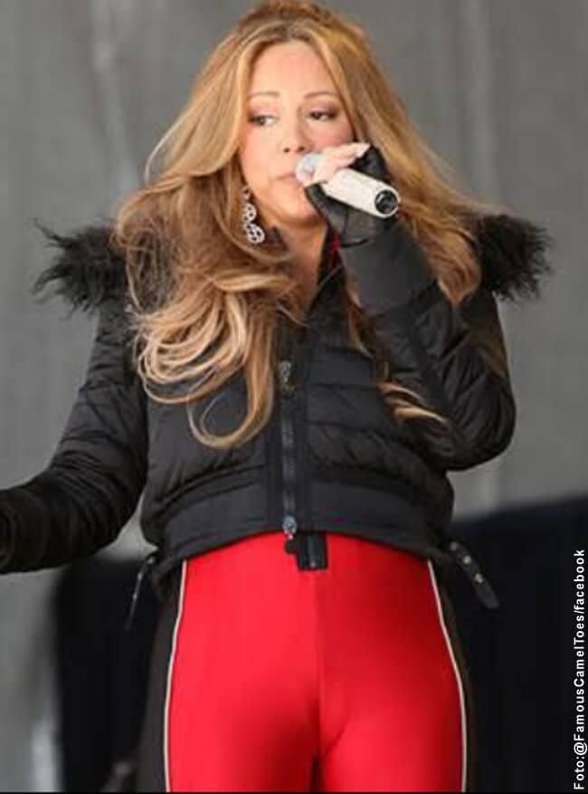 Foto de Mariah Carey cantando y con un pantalon que le marca su parte su parte intima