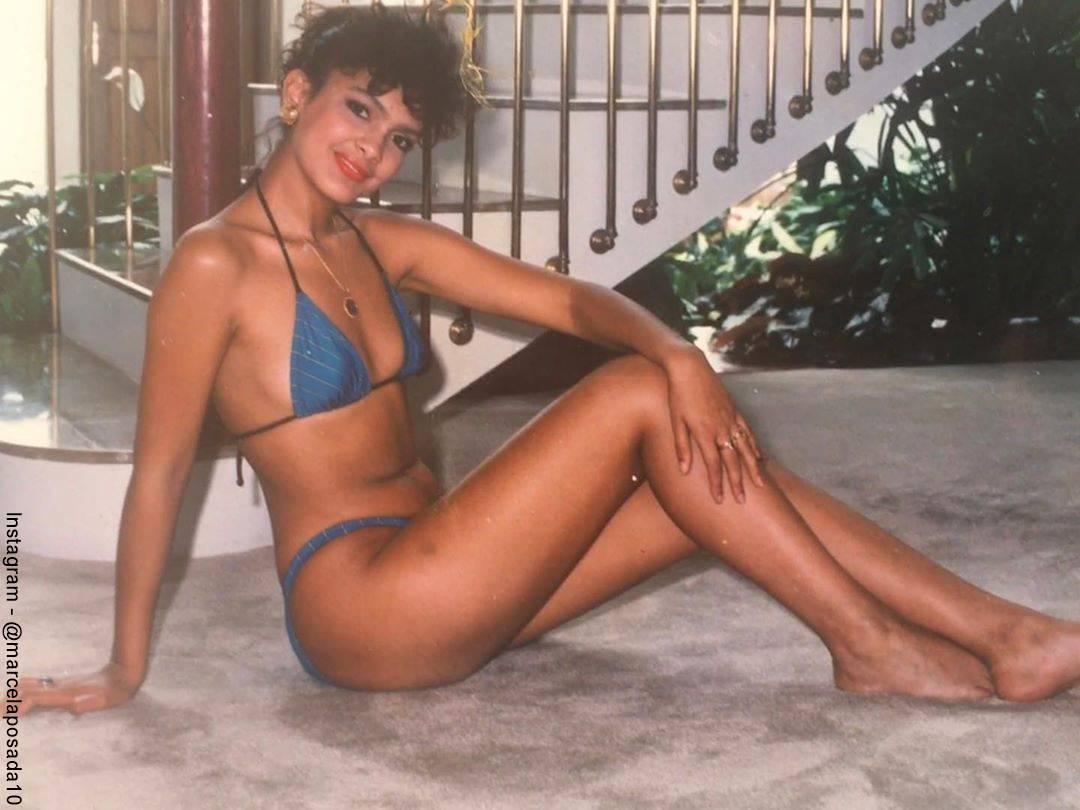 Foto de Marcela Posada cuando tenía 19 años con un bikini azul