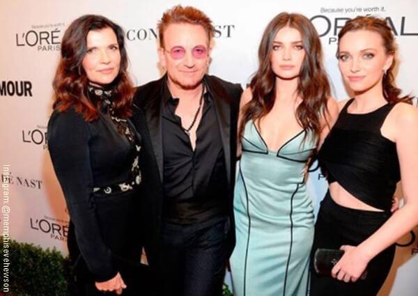 Foto de Bono, esposa e hijas