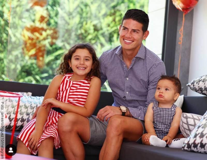Foto de James Rodríguez con sus hijos
