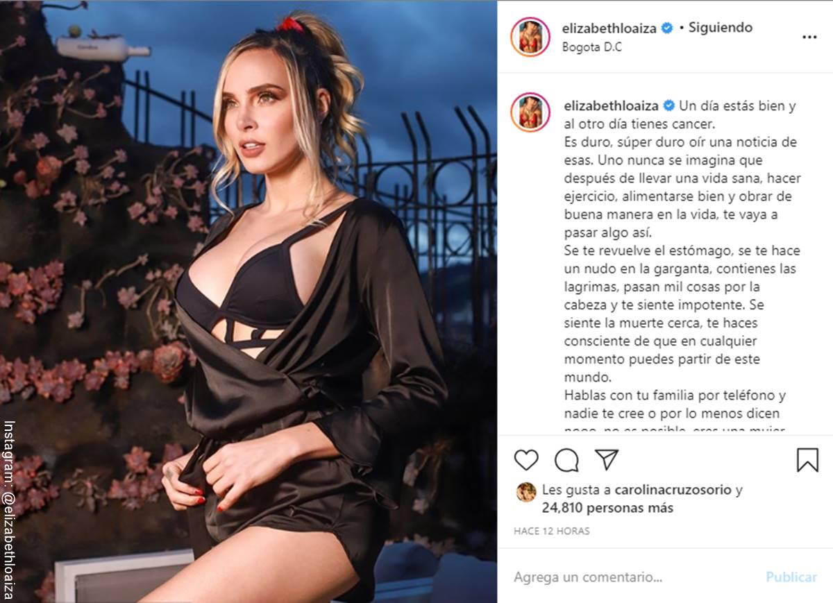 Foto de Elizabeth Loaiza modelando una pijama negra de satín en Instagram