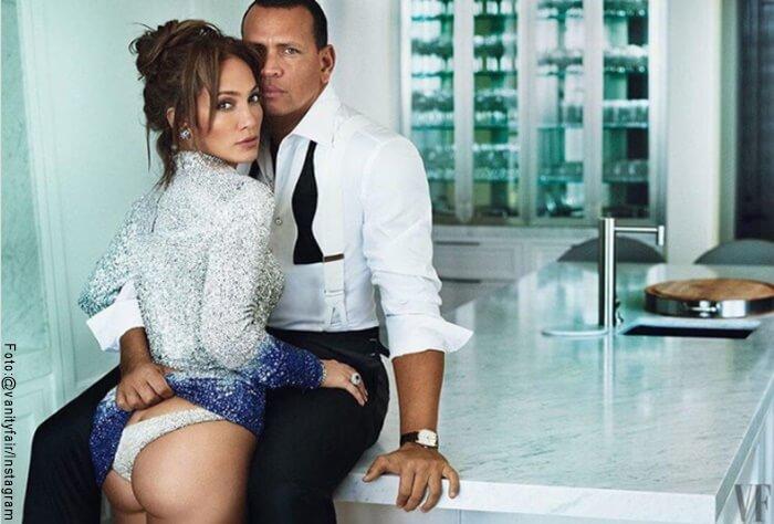 Foto de JLo y su esposo Alex Rodríguez él le sube la falda y le baja la tanga