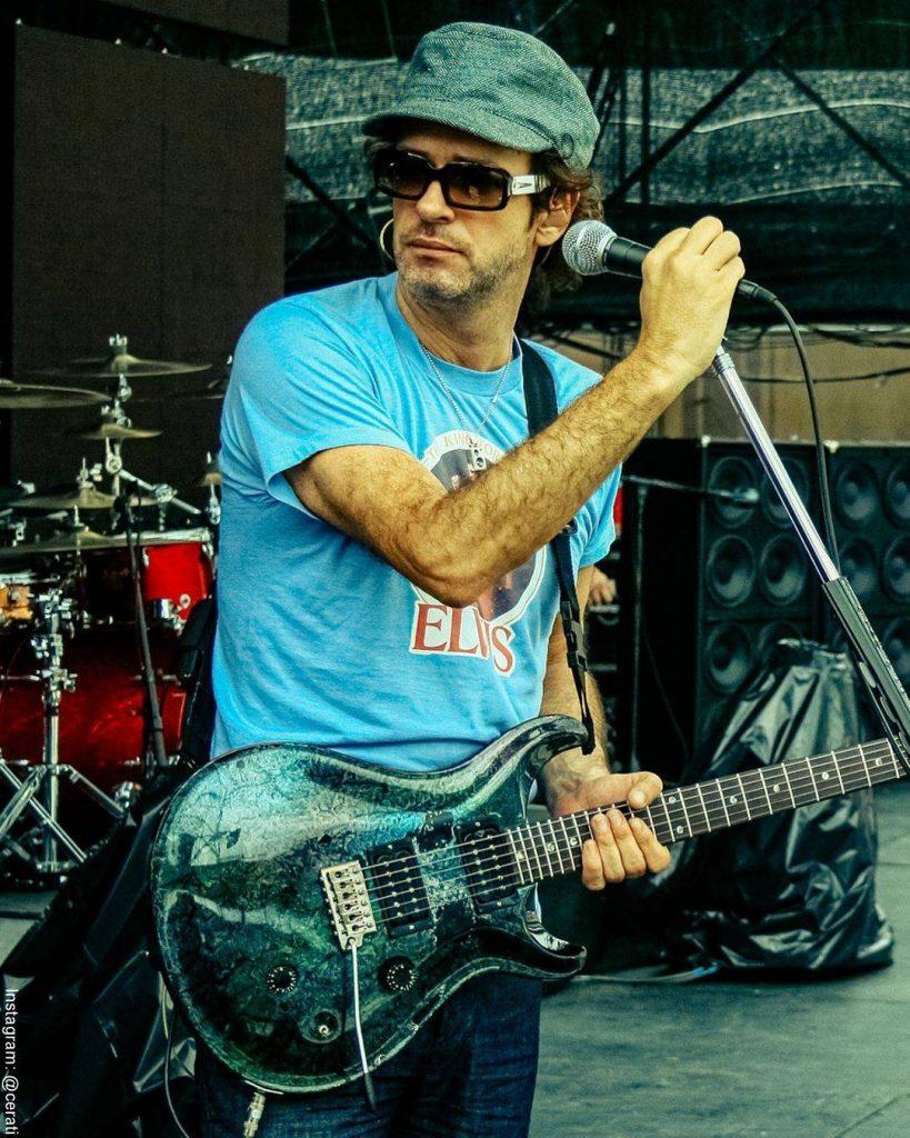 Foto de Gustavo Cerati durante un concierto en Panamá