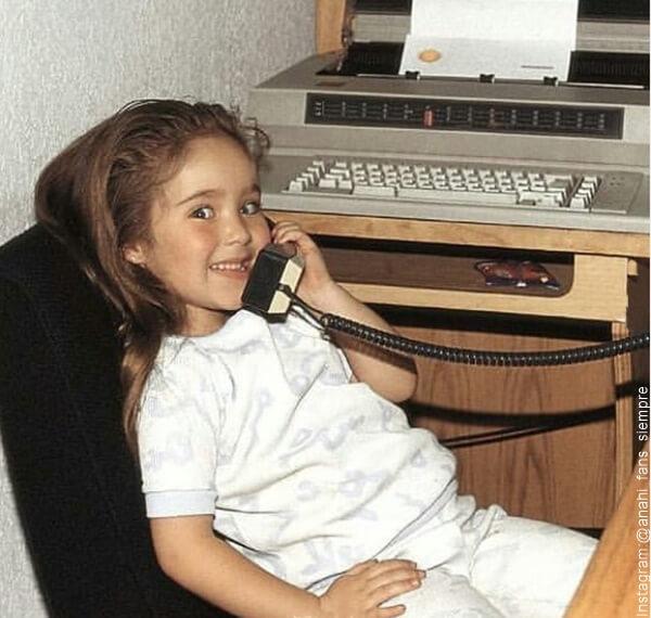 Foto de Anahi en su niñez