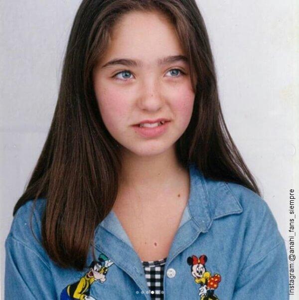 Foto de Anahi en su adolescencia