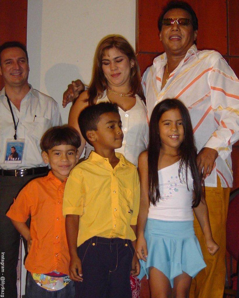 Foto de Betsy Liliana González con Diomedes Díaz y sus hijos
