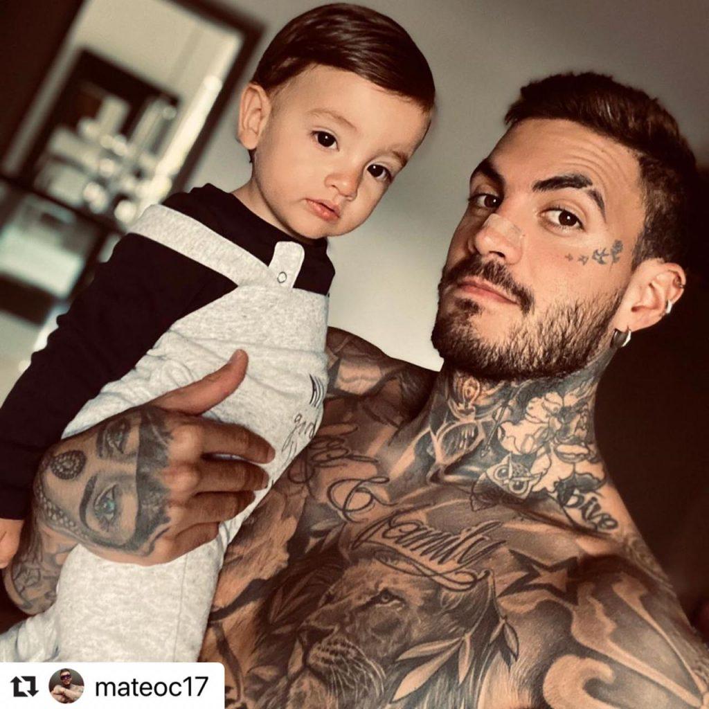 Mate Carvajal posando junto a su hijo Salvador.