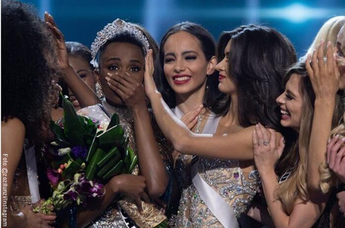 Foto de Miss Universo 2019 Zozibini con sus compañeras