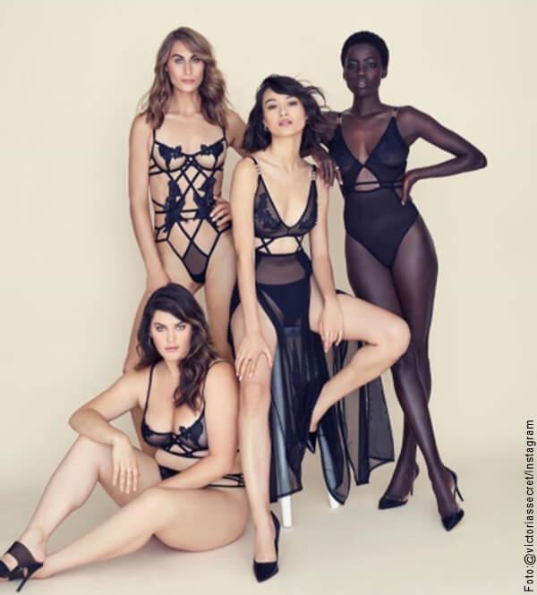 Foto de 4 modelos de Victoria's Secret con ropa interior color negro