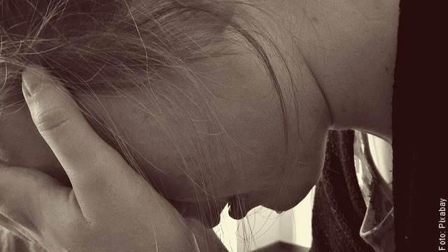 Foto de una mujer llorando (nunca confesar una infidelidad)