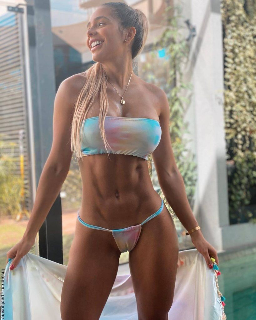 Foto de Paola Usme luciendo un bikini que marca su zona íntima