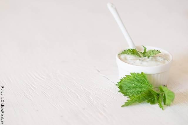 Foto de yogur griego en un vaso