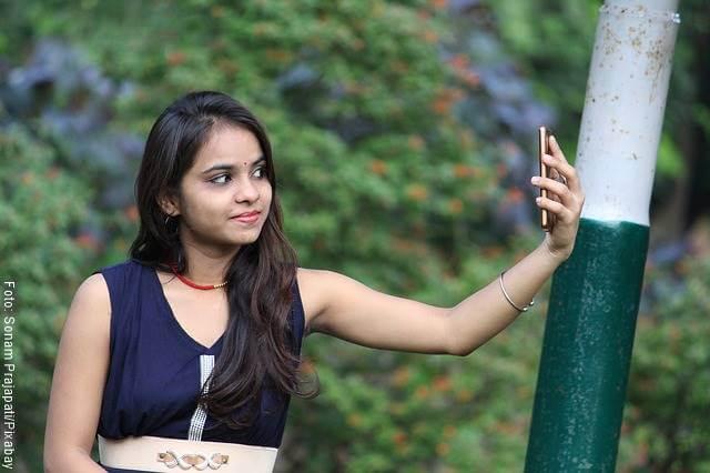 Mujer tomándose una foto