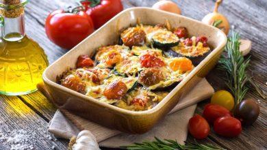 Receta de berenjenas al horno y tomates con miga de pan y hierbas
