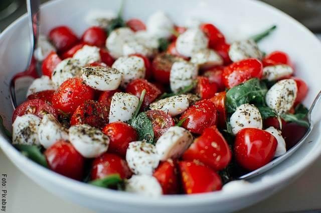 Foto de queso con tomates