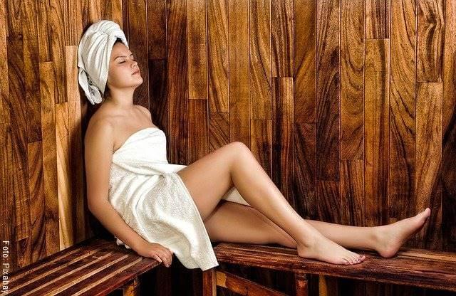 Foto de una mujer en un spá
