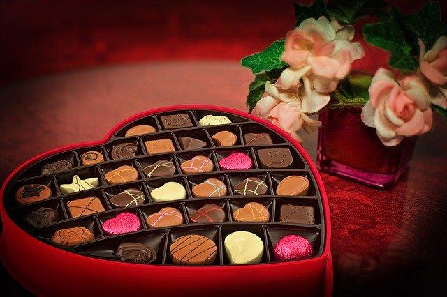 Foto de una caja de chocolates para superar una ruptura amorosa