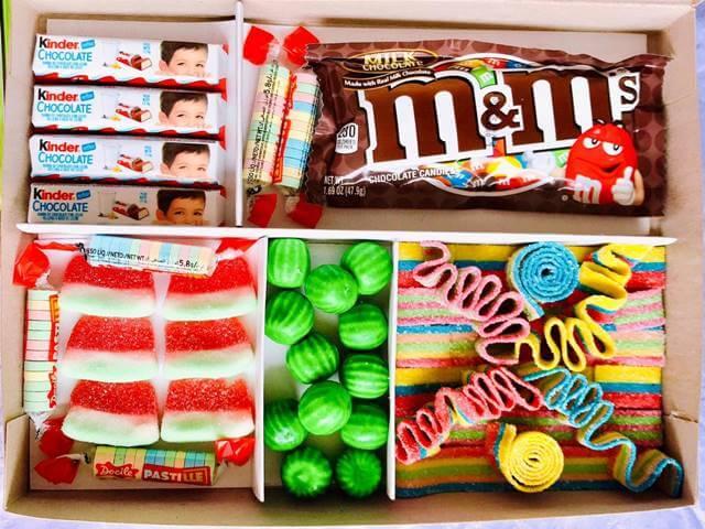 Foto de una caja llena de dulces