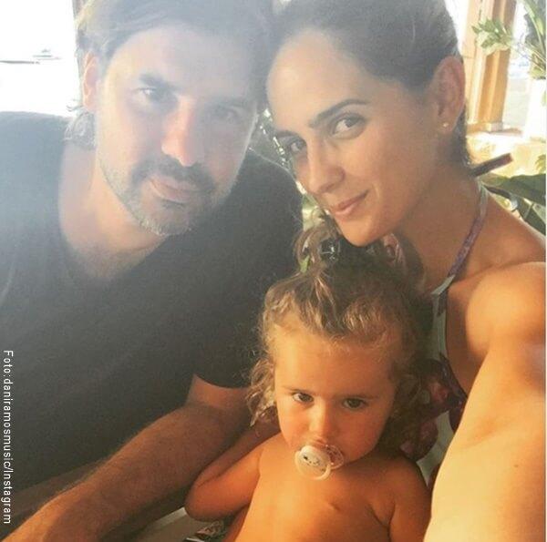 Foto de Antonio de la Rua y su esposa y su hija