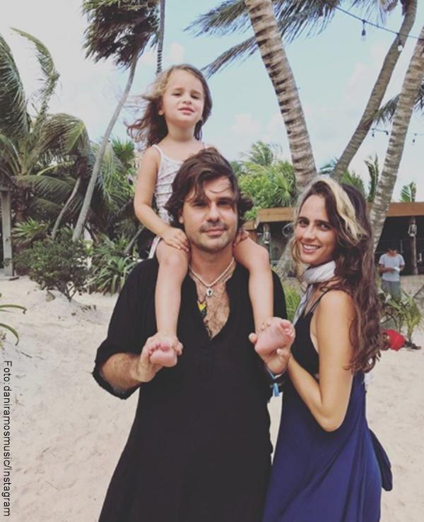 Foto de Antonio de la Rua, su esposa y su hija en la playa