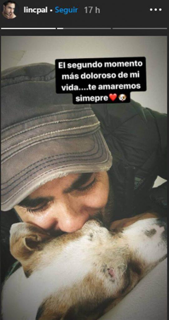 Foto de Lincoln Palomeque despidiéndose de su perro