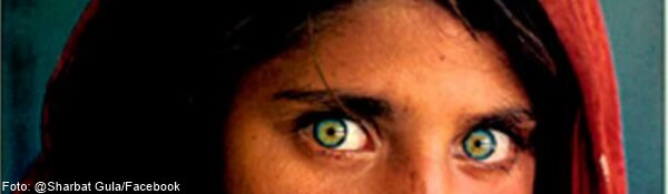 Foto de Sharbat Gulaf con sus ojos verdes bonitos y extraños