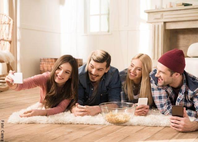 Foto de selfie con amigos en Cosas que ponen celoso a un hombre y lo vuelven loco