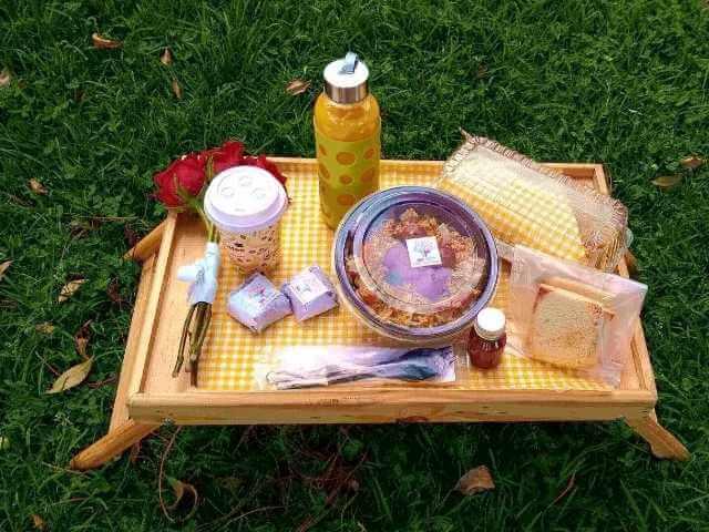 Foto de un desayuno en una bandeja
