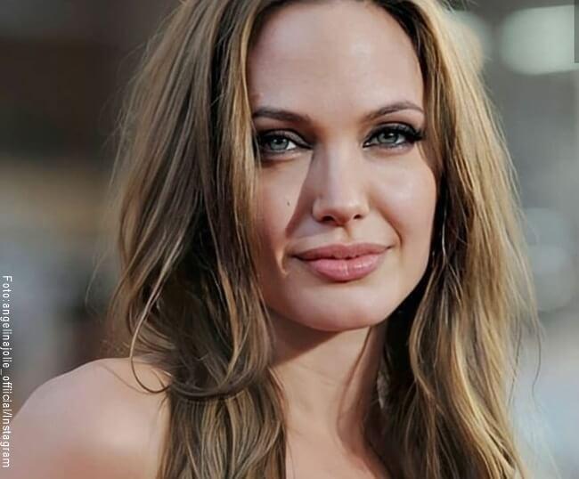 Foto del rostro de Angelina Jolie