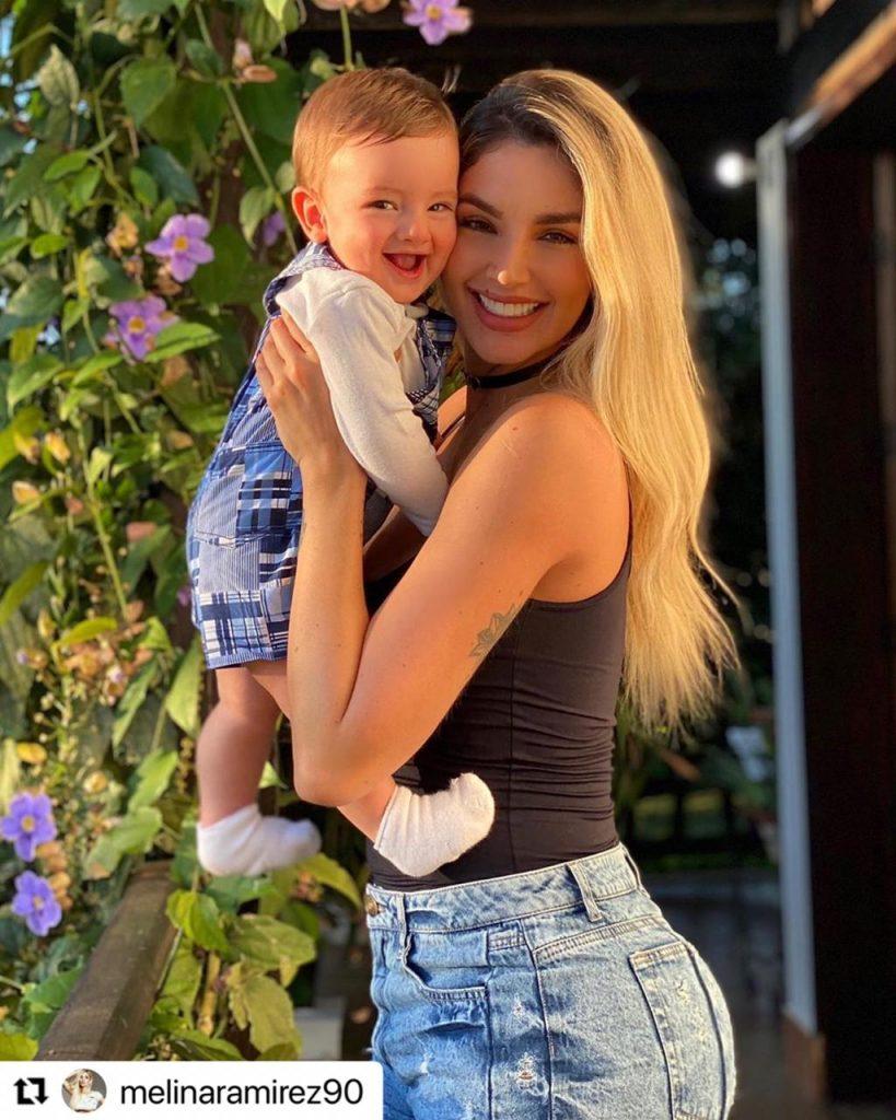Melina Ramírez con su pequeño hijo Salvador.