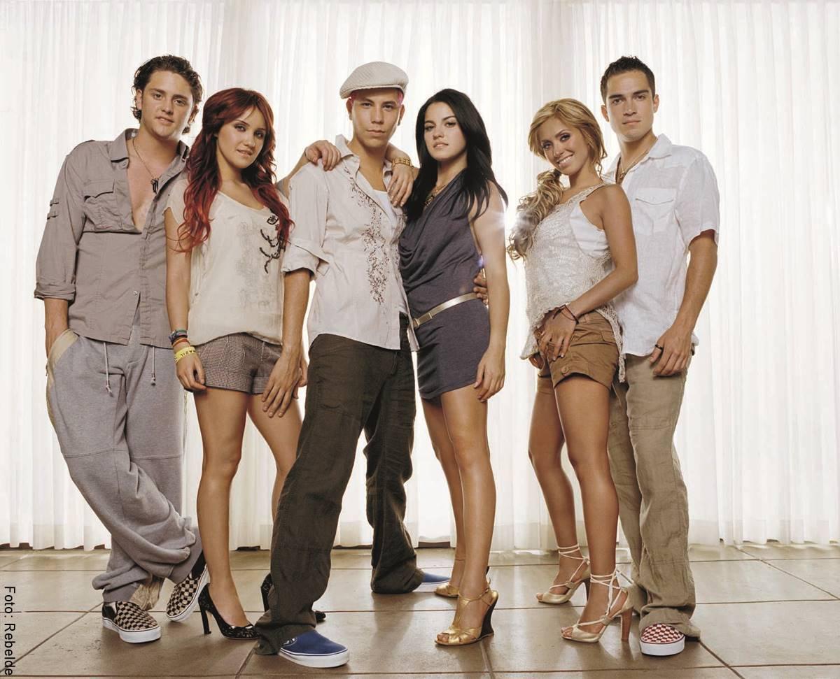 Foto de la agrupación Rebelde con todos sus integrantes