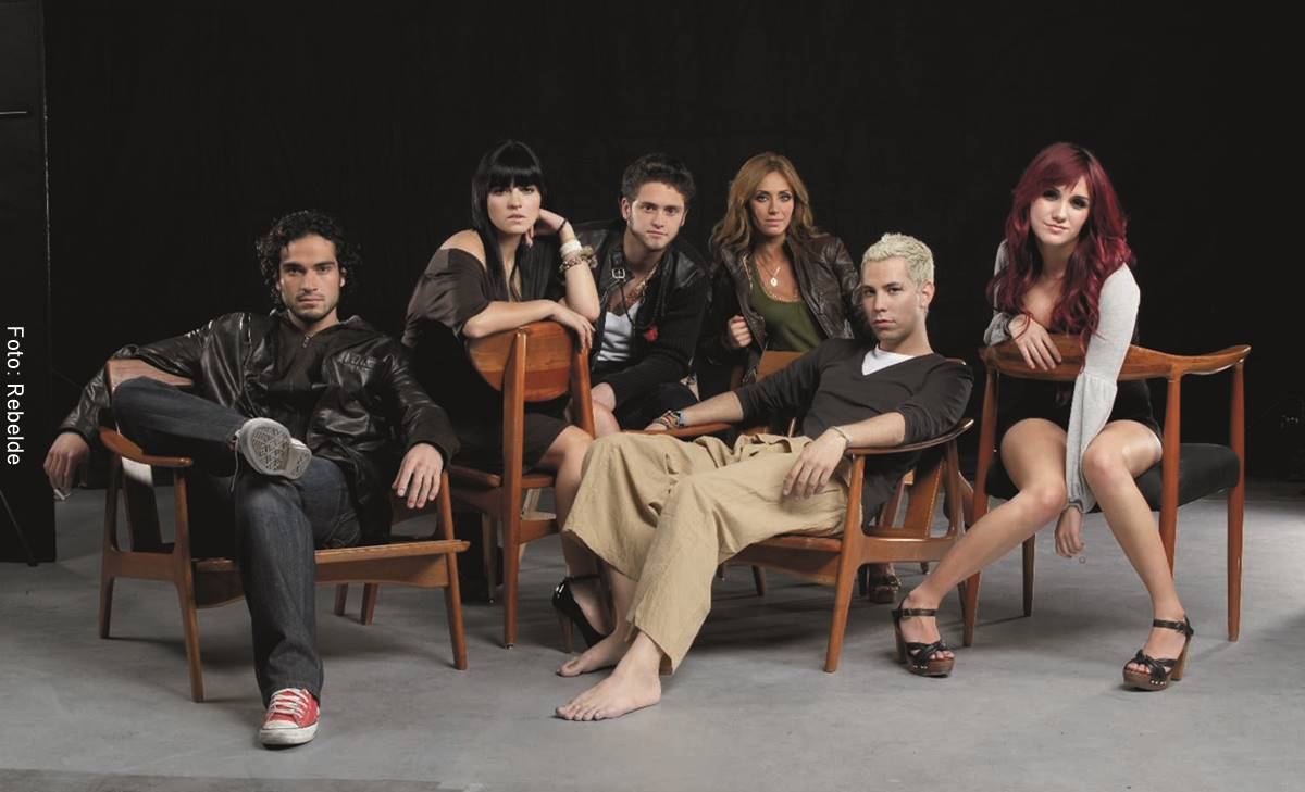 Foto de la agrupación Rebelde formada por Anahí, Chistian Chávez, Dulce María, Maite Perroni, Christopher von Uckermann y Alfonso Herrera