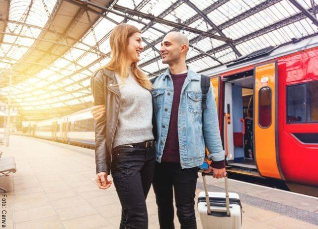Foto de pareja viajando