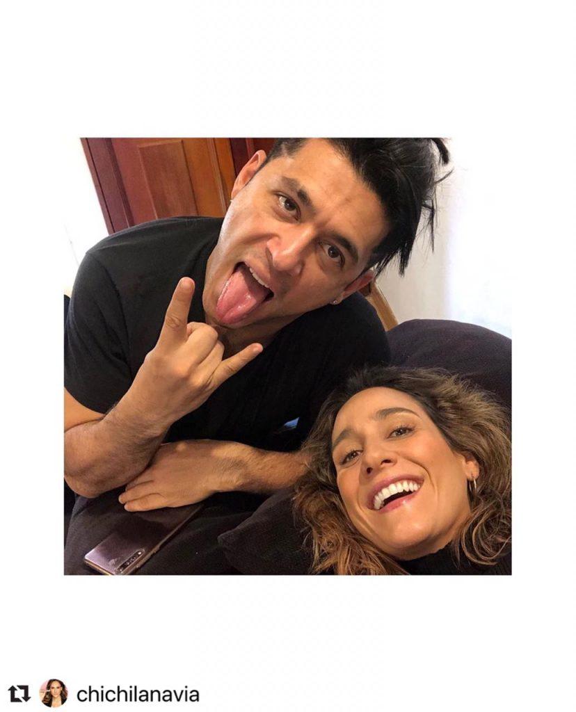 Santiago Alarcón y Chichila Navia haciendo caras.