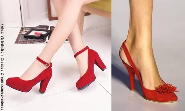 Foto de zapatos de tacón rojos en mosaico