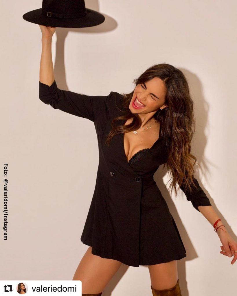 Valerie Domínguez posando en vestido negro.