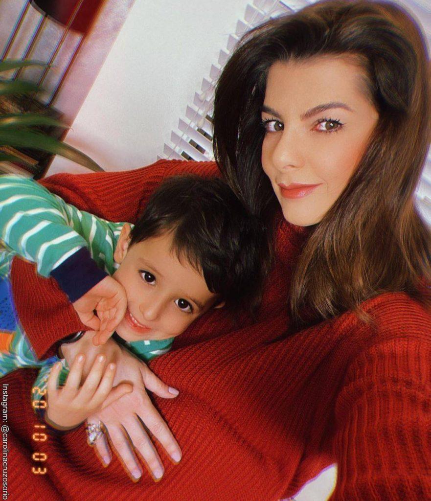 Foto de Carolina Cruz y su hijo Matías