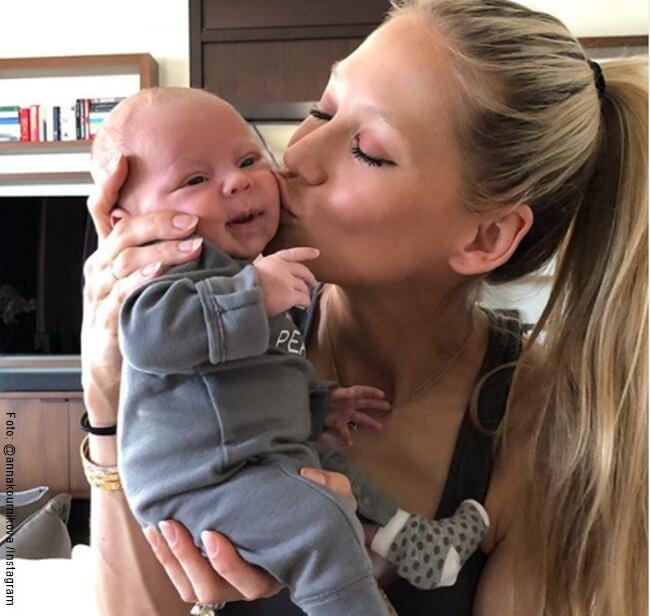 Anna Kournikova y su bebé recien nacido